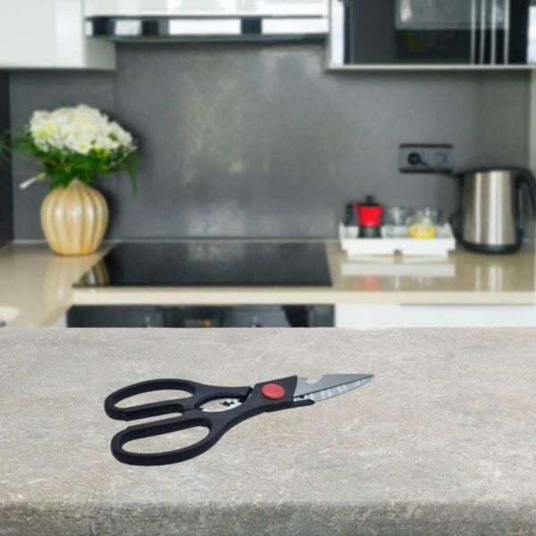 Keukenschaar RVS zwart op keukentafel