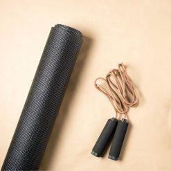 yoga mat zwart sfeerbeeld