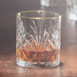 Whiskey glazen goud detailfoto